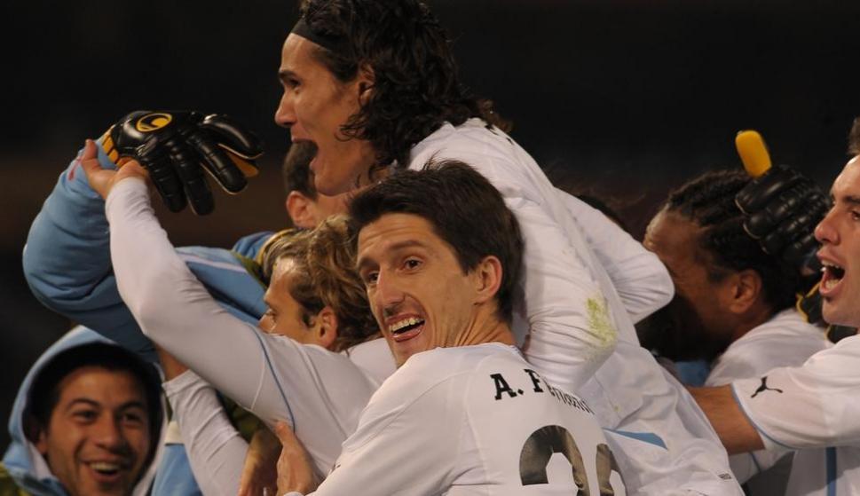 Álvaro Fernández celebrando uno de los goles frente a Sudáfrica. Foto: Gerardo Pérez.