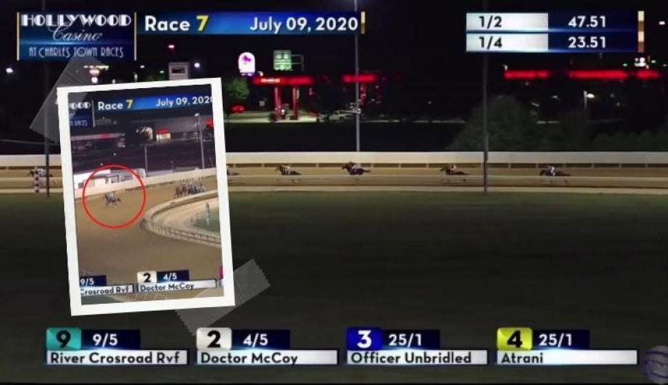 Turf: un caballo lideraba e insólitamente abandonó la carrera. Fotos: @RaceCharlesTown