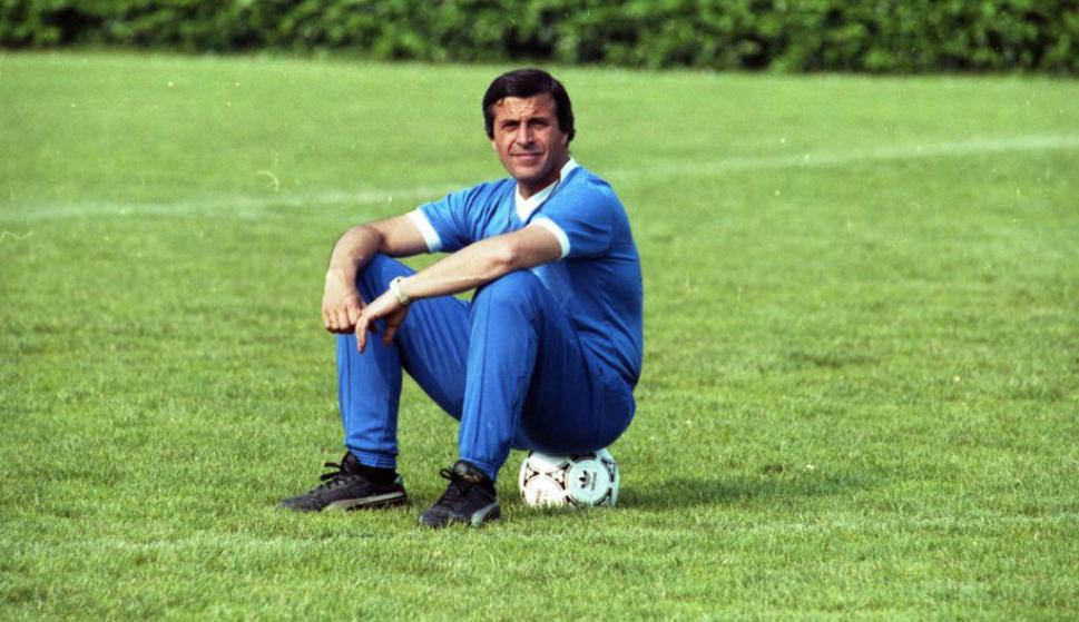 Óscar Washington Tabárez en la práctica para el Mundial de 1990. Foto: Archivo El País
