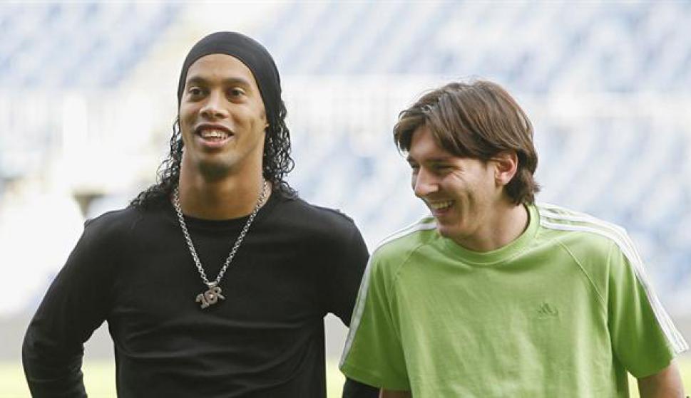 Ronaldinho y Lionel Messi. Foto: La Nación / GDA