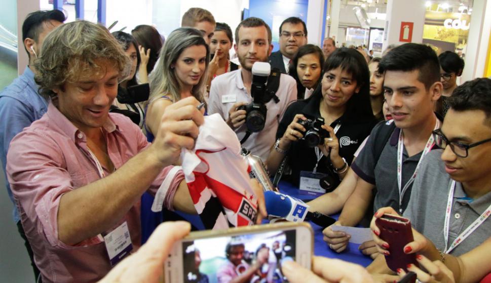 Diego Lugano en un acto en Brasil. Foto: EFE