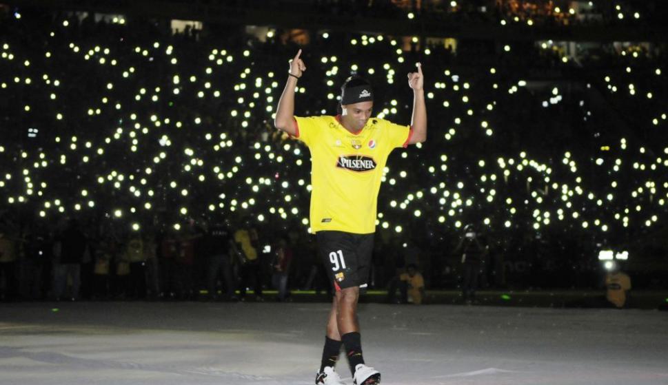 """Ronaldinho en la """"Noche Amarilla"""". Foto: @10Ronaldinho"""