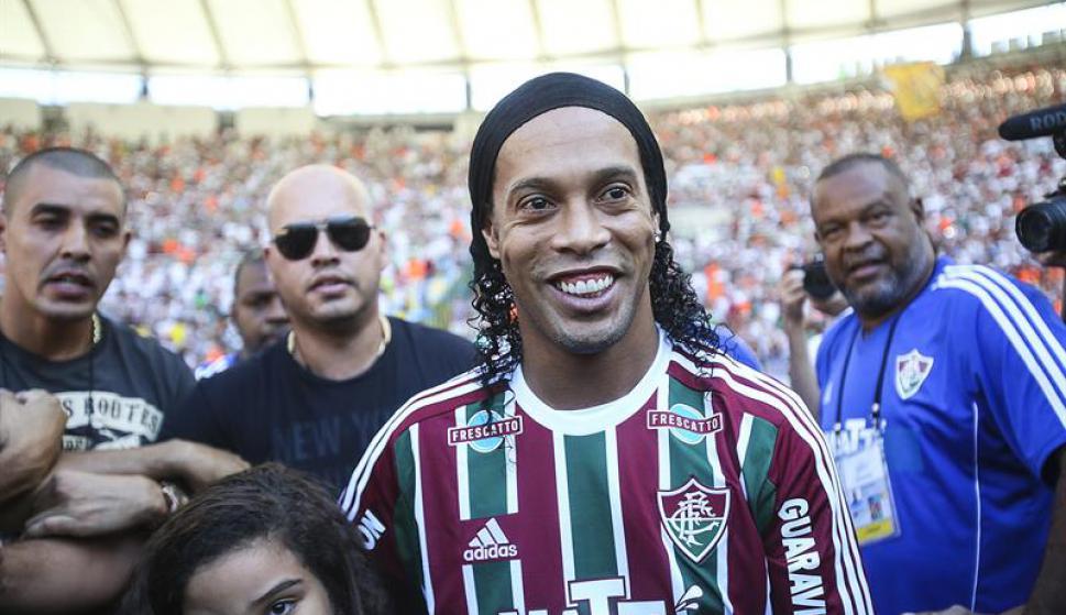 Ronaldinho en su presentación en Fluminense. Foto: EFE
