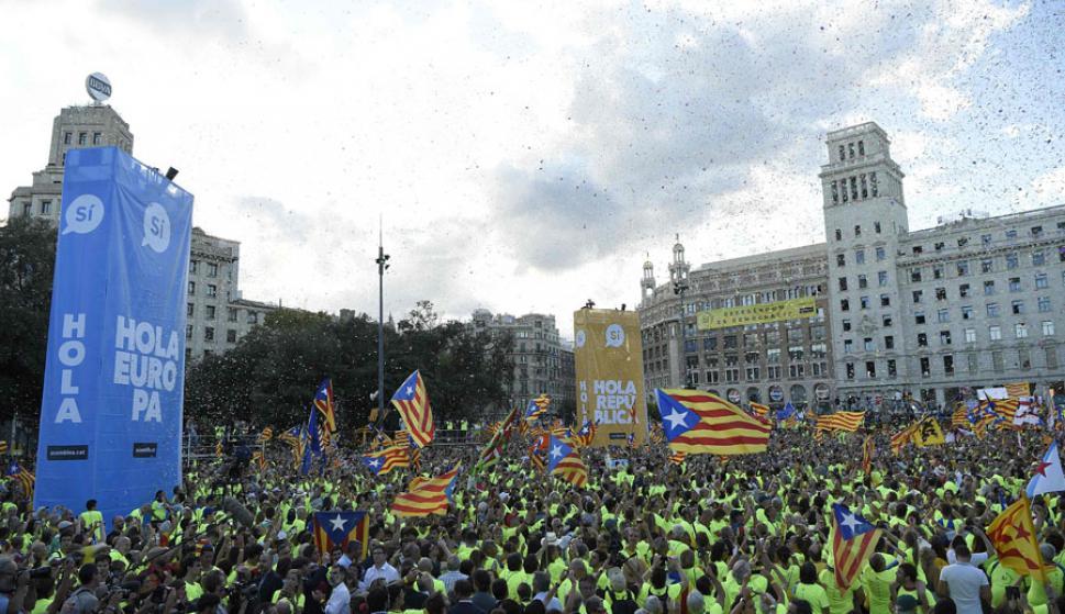 """Los manifestantes formaron una cruz de más de un kilómetro simbolizando  la """"X"""". Foto: AFP"""
