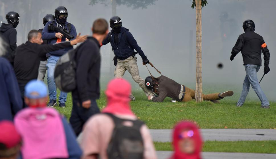Hubo enfrentamientos con la policía, varios manifestantes resultaron heridos. Foto: AFP