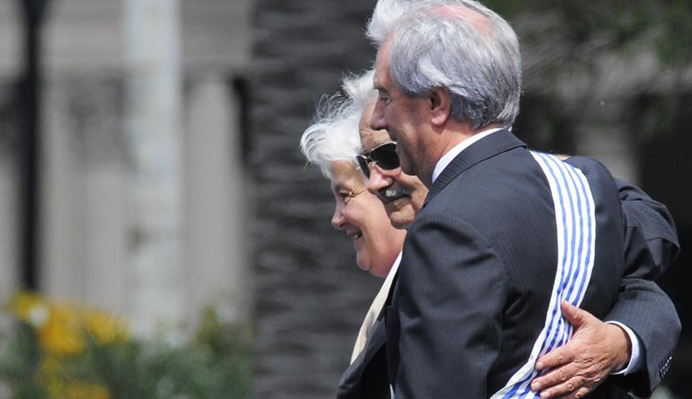 Topolansky junto a Mujica en la asunción de Vázquez. Foto: Ariel Colmegna