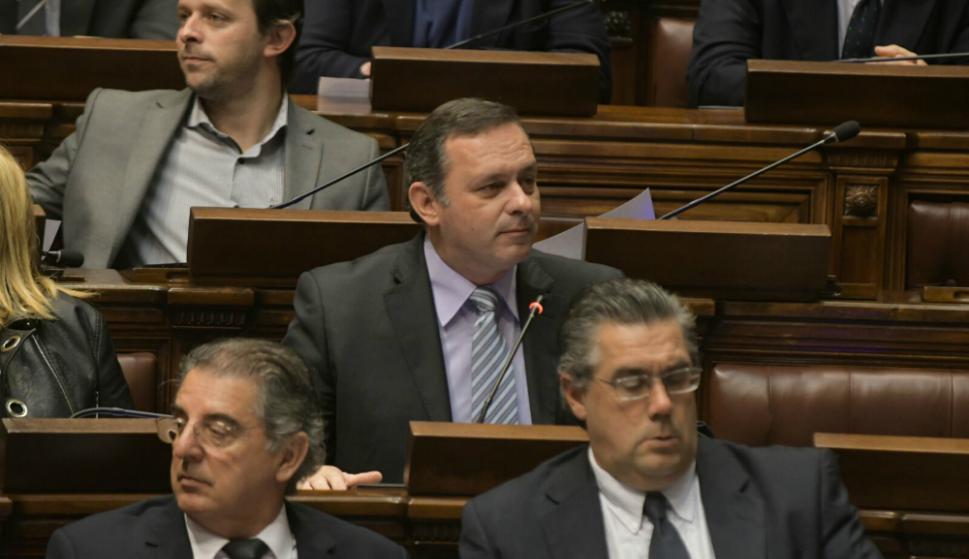 El senador Álvaro Delgado pidió, al inicio de la Asamblea general, un nuevo cuarto intermedio. Foto: Francisco Flores.
