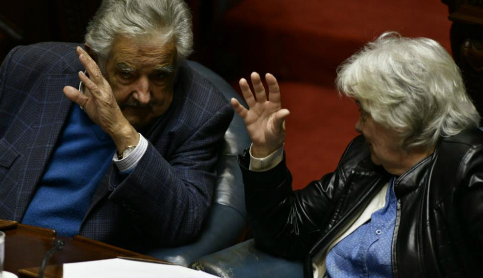 Mujica y Topolansky votan el cuarto intermedio. Foto: Fernando Ponzetto.