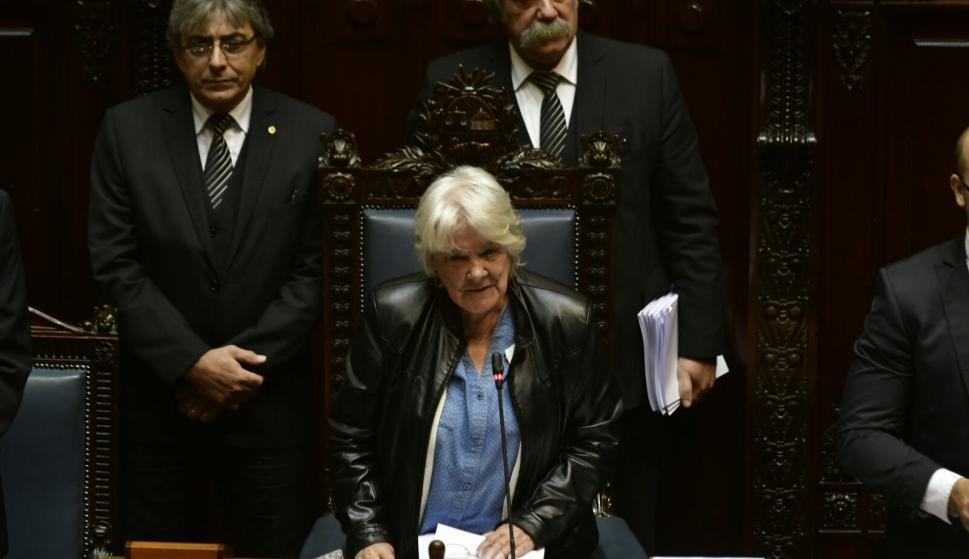 Lucía Topolansky asume como presidenta del Senado.