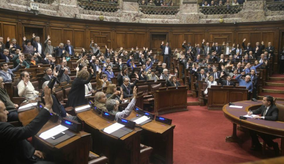 La Asamblea General vota la renuncia de Raúl Sendic. Foto: Francisco Flores.