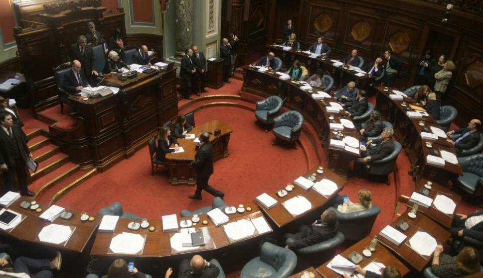 Lucía Topolansky preside la sesión del Senado. Foto: Francisco Flores.