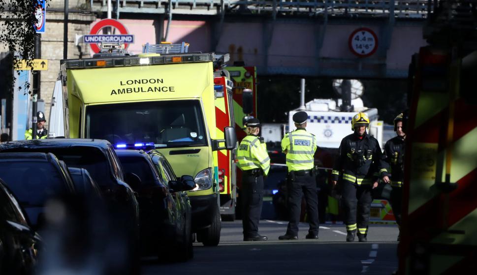 Policía y ambulancias en la zona del atentado en Londres. Foto: Reuters
