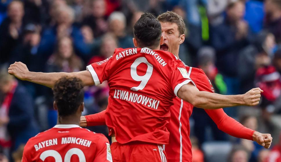 El festejo de Thomas Müller y Robert Lewandowski. Foto: AFP