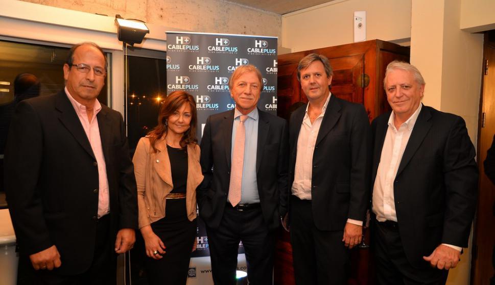 Oscar Ramirez,  Rosa Gentile, Edgar Welker, Daniel Ripe, y Daniel Gago de Cable Plus.