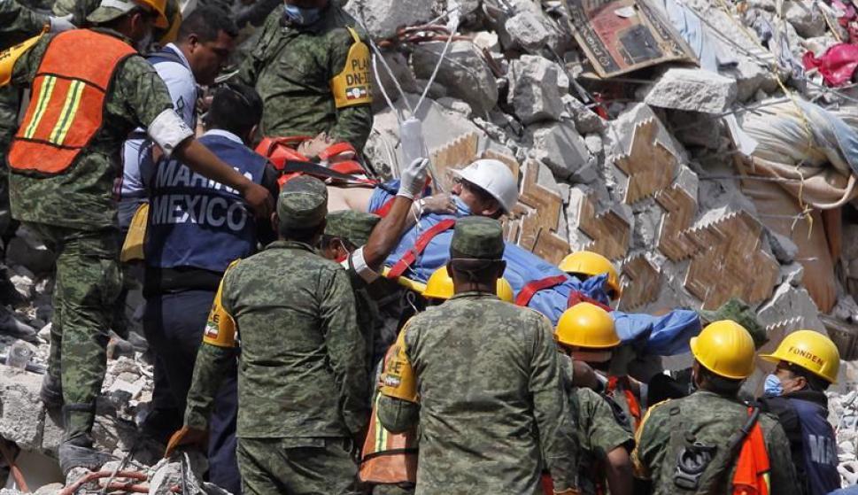 Suben a 225 la cifra preliminar de fallecidos por el terremoto en México. Foto: EFE