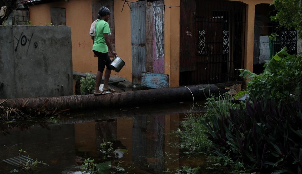 El ciclón derribó árboles, líneas y postes de electricidad Foto: Reuters