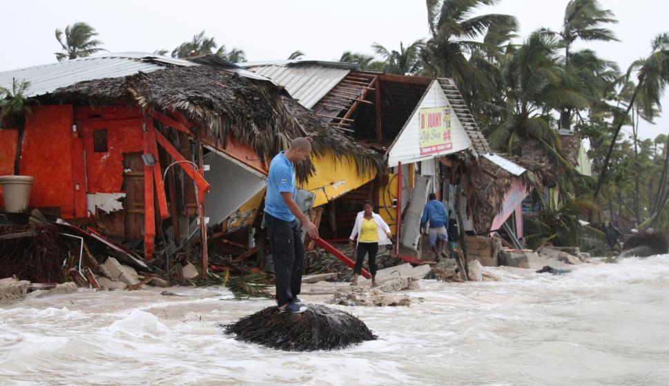Las autoridades mantienen vigente además una alerta por marejadas peligrosa. Foto: Reuters