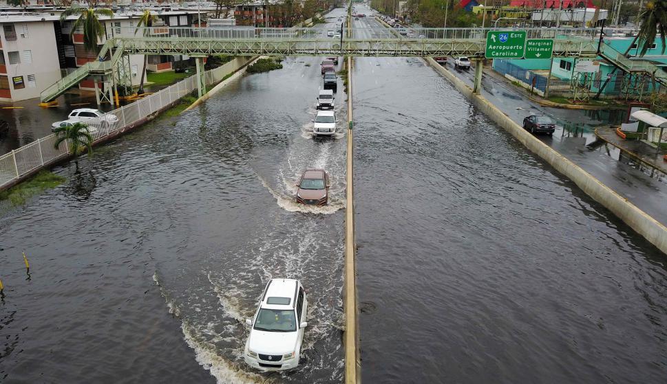 Las calles resultaron inundadas impidiendo el tránsito de vehículos. Foto: AFP