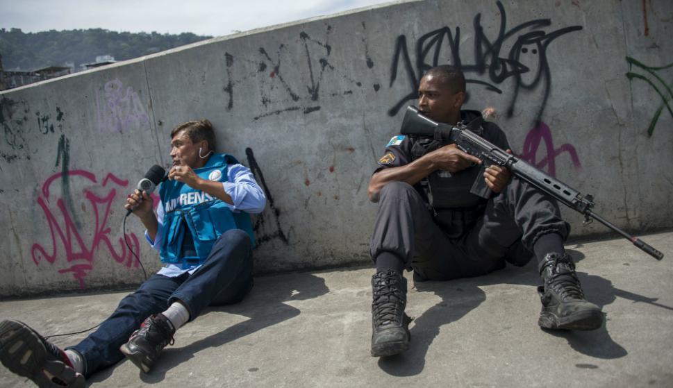 Numerosos vecinos se vieron obligados a resguardarse en sus casas. Foto: AFP