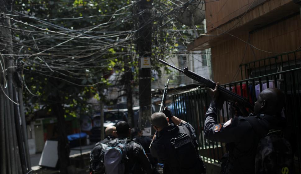 En las calles se podía ver a los Policías armados. Foto: AFP