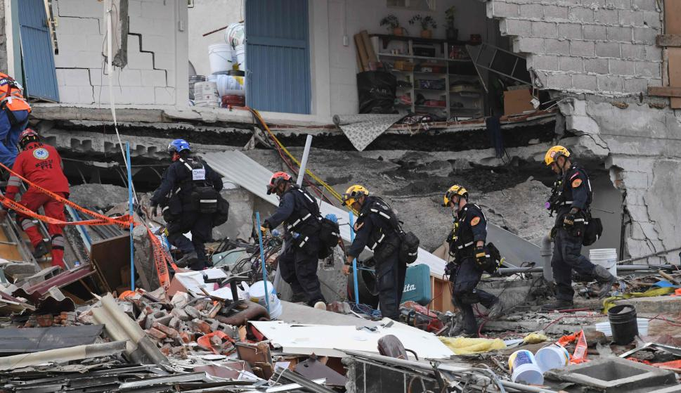 Nuevo sismo en México, rescatistas abandonan área de búsqueda. Foto: AFP