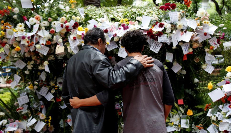 En Iglesias y calles, miles de mexicanos lloran a las más de 300 víctimas. Foto: Reuters