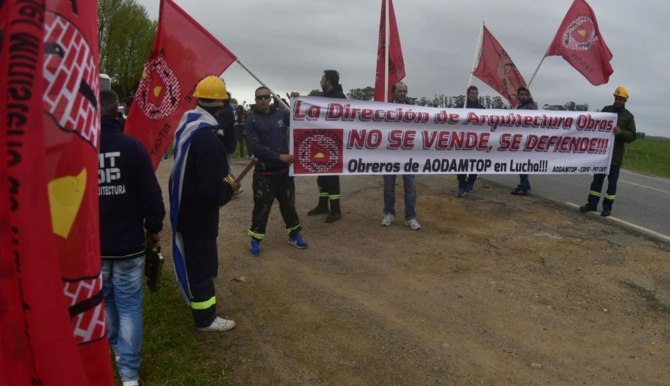 Protestas en la previa al encuentro. Foto: Fernando Ponzetto
