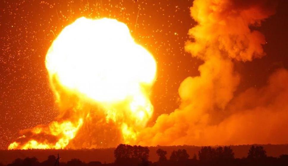 Explosión en depósito militar de Ucrania. Foto: EFE