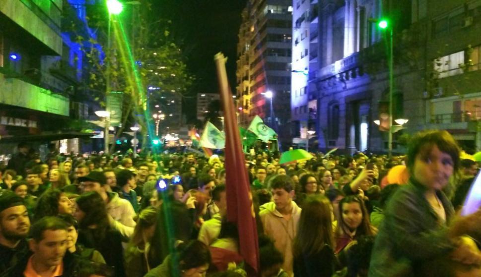Miles de personas en la Marcha de la Diversidad. Foto: Gabriel Rodríguez
