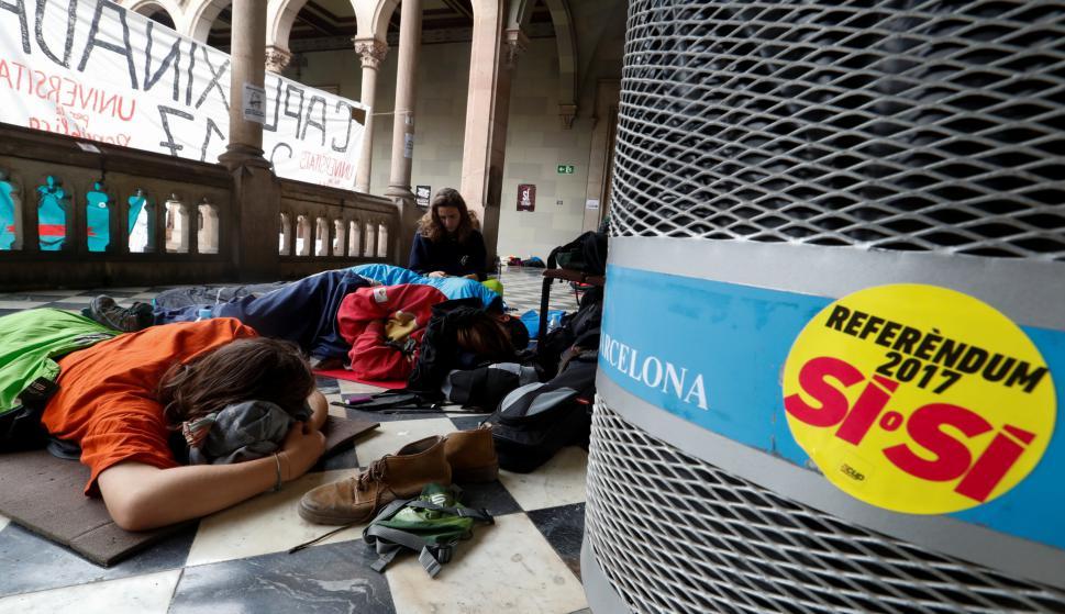 Policía interviene en referéndum en Cataluña. Foto: AFP