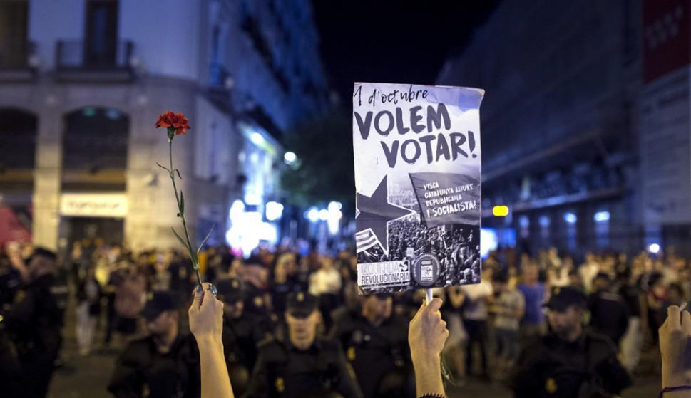 Ayer miles de estudiantes se manifestaron en Barcelona en apoyo a la independencia. Foto: EFE