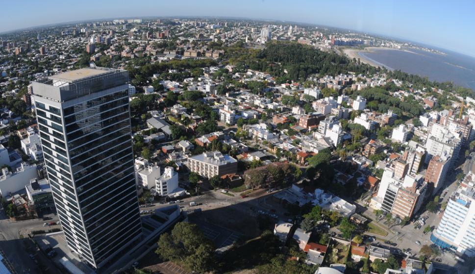 En Montevideo para comprar un metro cuadrado de vivienda se necesitan dos meses y medio de ingreso. Foto: F. Flores