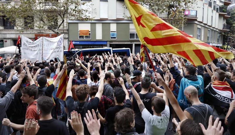 Cientos de personas salieron a las calles. Foto: EFE
