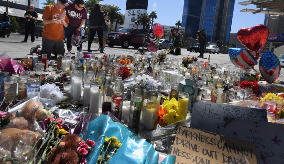 Homenaje a las víctimas de la masacre mientras Las Vegas espera hoy a Trump. Foto: AFP