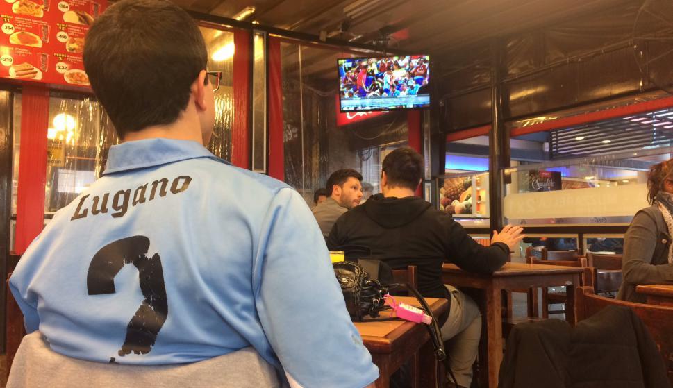Uruguayos en los bares