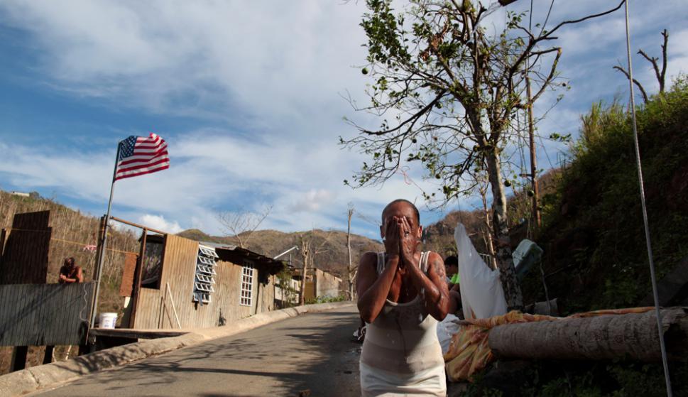 Irma azotó Puerto Rico el 6 de septiembre y dejó daños menores. El 20 de ese mes llegó María y fue devastador. Foto: Reuters