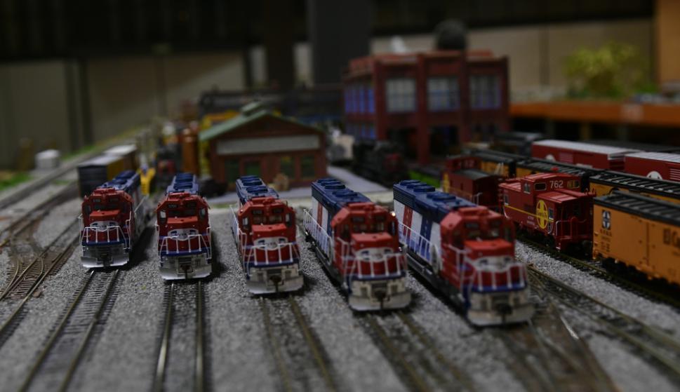 Los ferrocarriles son manejados por sus creadores a través de un control digital. Foto: Fernando Ponzetto