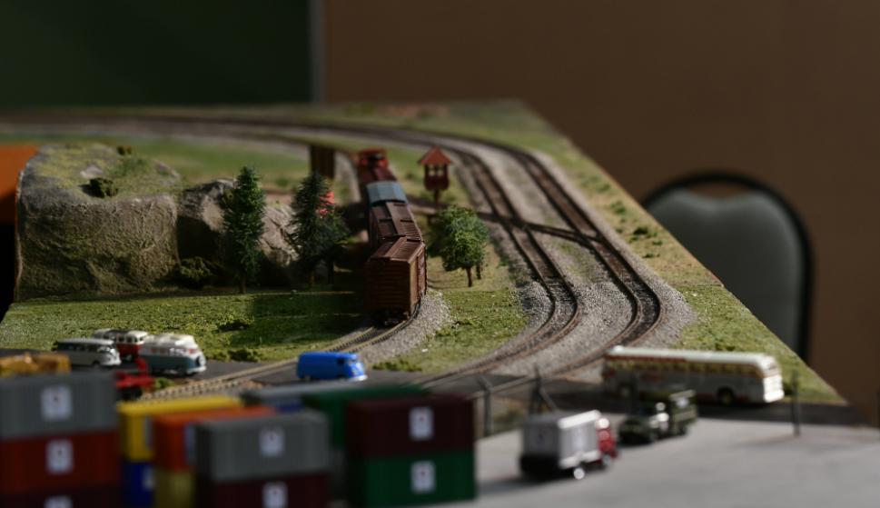 El control permite generar luces, sonidos y humo en cada locomotora. Foto: Fernando Ponzetto