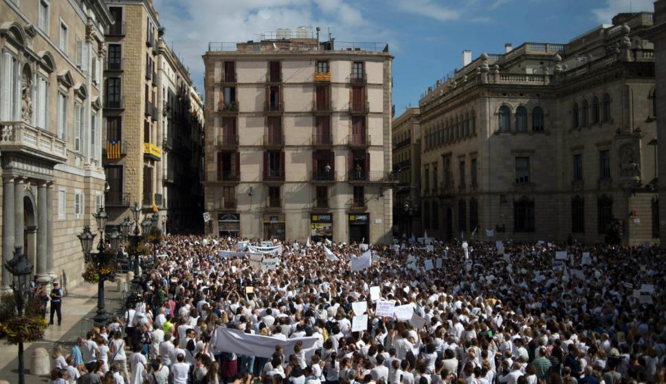 """Manifestación """"Hablemos"""" en Barcelona. Foto: AFP."""