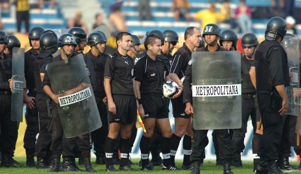 17.885 pesos aproximadamente cobra por partido un árbitro central de Primera División. Foto: A. Colmegna