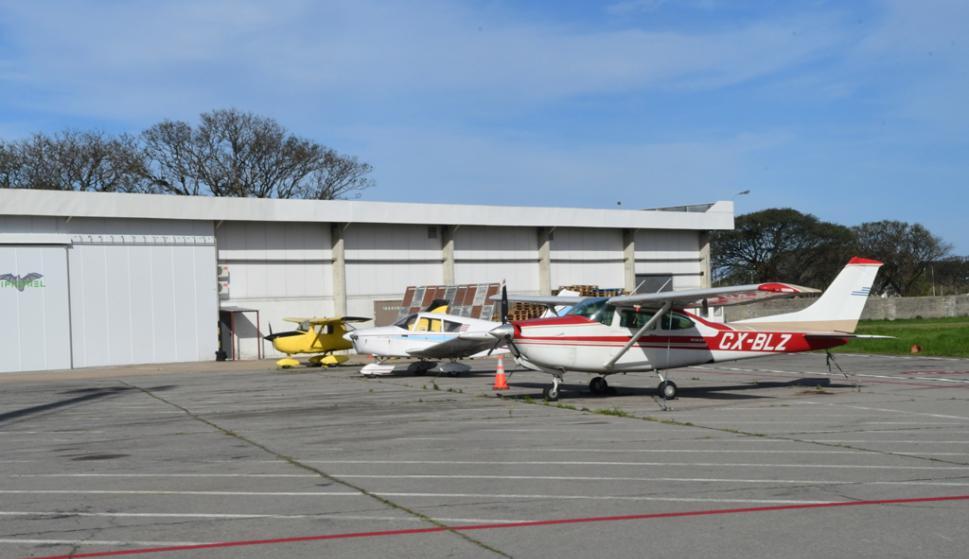 El aeropuerto de Carrasco en el Día de Patrimonio. Foto: Marcelo Bonjour