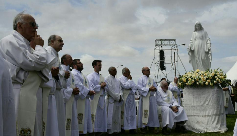 Misa en la rambla del Buceo. Foto: Marcelo Bonjour