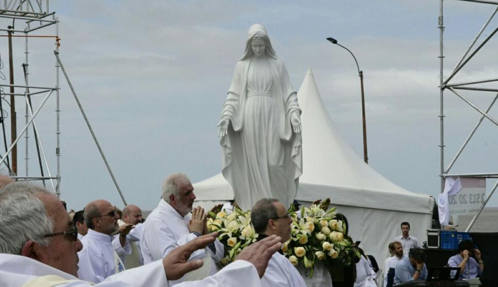 Cientos de fieles asistieron a la misa. Foto: Marcelo Bonjour