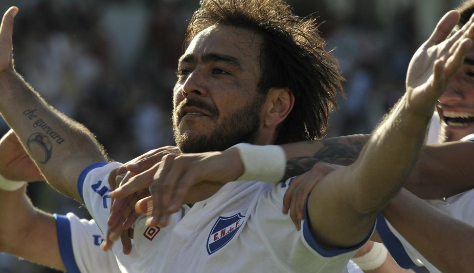 Álvaro Recoba con tatuaje del Che Guevara. Foto: El País