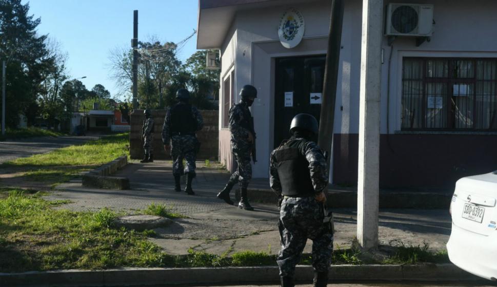 Importante operativo policial frente al juzgado de Toledo. Foto: Ariel Colmegna.