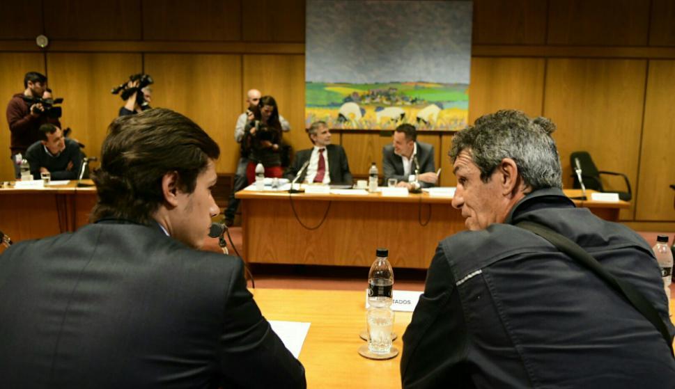 Enrique Saravia y Eduardo Sassón, abogado de la Mutual. Foto: Marcelo Bonjour