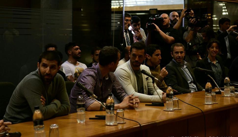 Los jugadores de Más Unidos Que Nunca en el Parlamento. Foto: Marcelo Bonjour