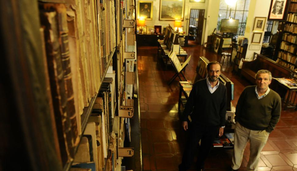 Álvaro Risso y Andrés Linardi, avezados cazadores de bibliotecas.