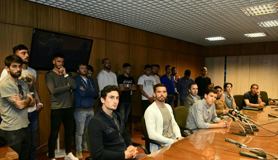 Los jugadores del colectivo Más Unidos Que Nunca en la Comisión Especial de Deportes de la Cámara de Representantes. Foto: Marcelo Bonjour