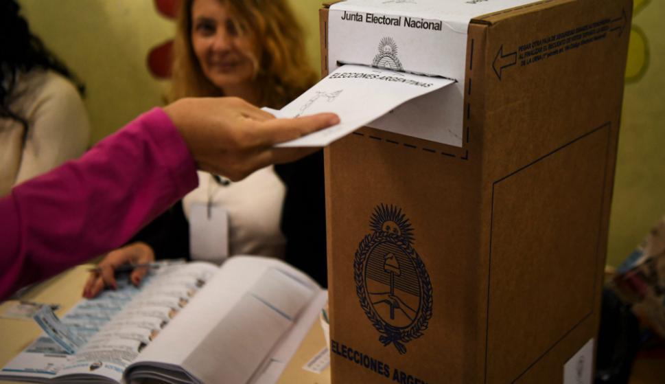 Las mesas de votación cerraron a las 18:00 horas. Foto: AFP